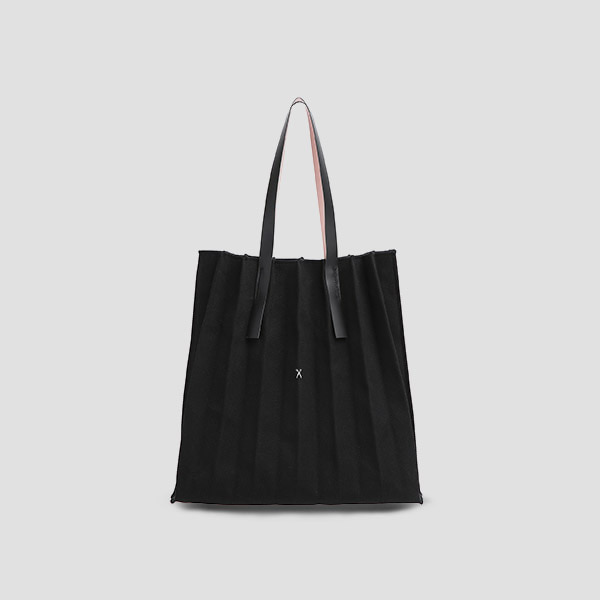 Lucky Pleats V Canvas Black_Black